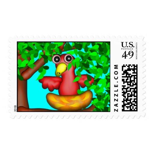 Chirrido rojo que oculta en un árbol sello postal