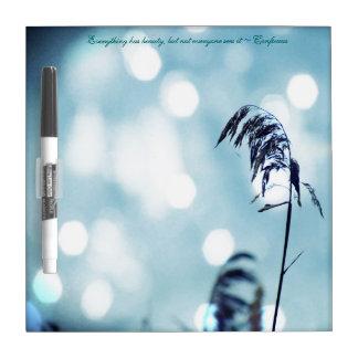 Chispa azul de la hierba de la plata N/tablero Pizarra Blanca