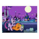 Chispa crepuscular con la calabaza de Halloween Tarjetas Postales