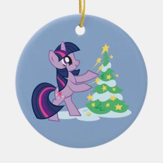 Chispa crepuscular que adorna el árbol de navidad ornatos