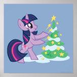 Chispa crepuscular que adorna el árbol de navidad póster