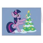 Chispa crepuscular que adorna el árbol de navidad tarjeta de felicitación