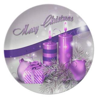 Chispa púrpura de las velas del navidad plato de cena