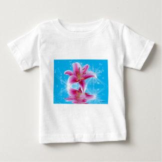 Chispa rosada del lirio camisas