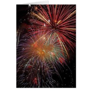 Chispas coloridas de los fuegos artificiales tarjeta de felicitación