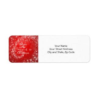 Chispas rojas con cita mágica del navidad etiqueta de remite
