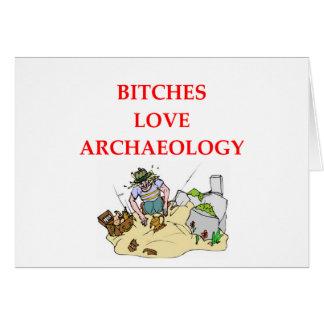 chiste de la arqueología tarjeton
