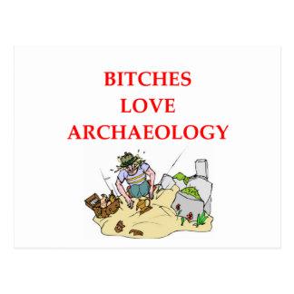 chiste de la arqueología postal