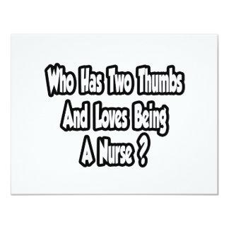 Chiste de la enfermera… dos pulgares invitación 10,8 x 13,9 cm