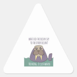 Chiste de la morsa pegatina triangular