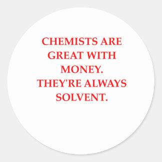 chiste de la química pegatina redonda