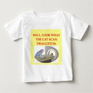 chiste de la radiología t shirts