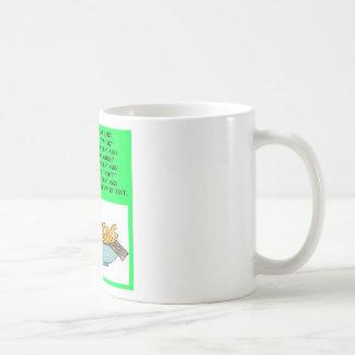 chiste de los alimentos de preparación rápida de l tazas de café