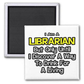 Chiste del bibliotecario. Bebida para una vida Imán Cuadrado