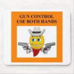 chiste del control de armas alfombrillas de ratones