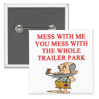 chiste del hillbilly del campesino sureño pin cuadrado