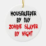 Chiste del zombi del ama de casa adorno navideño redondo de cerámica