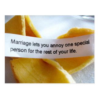 Chiste divertido de la boda de la galleta de la postal