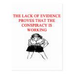 chiste divertido del afe de la teoría de conspirac postal