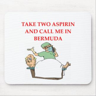 chiste divertido del doctor tapetes de ratón