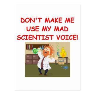 chiste enojado del científico postal