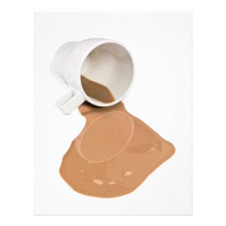 Chocolate caliente derramado tarjetón