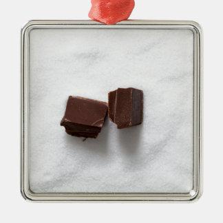 Chocolate con el azúcar como fondo adorno navideño cuadrado de metal