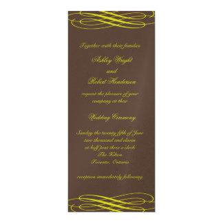 """Chocolate con las cintas de oro que casan la invitación 4"""" x 9.25"""""""
