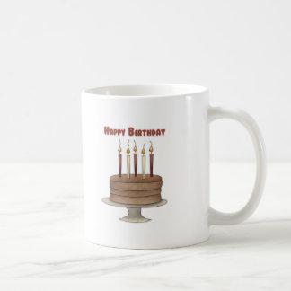 Chocolate de la torta del feliz cumpleaños taza básica blanca
