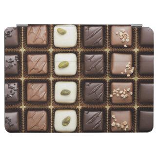 Chocolate de lujo hecho a mano en una caja cubierta de iPad air