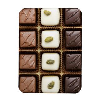 Chocolate de lujo hecho a mano en una caja imanes