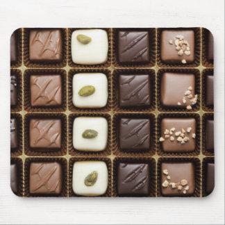 Chocolate de lujo hecho a mano en una caja alfombrilla de ratón
