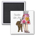 Chocolate Labrador y dibujo animado de la falda de Imán Cuadrado