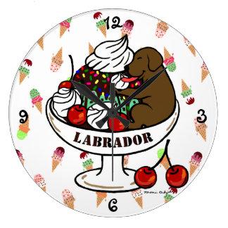 Chocolate Labrador y helado del helado Relojes De Pared