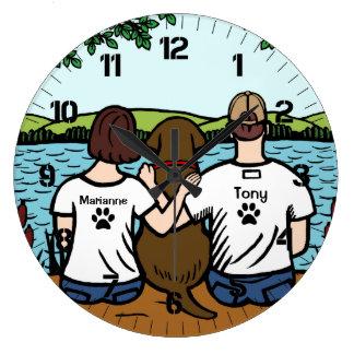 Chocolate Labrador y mamá y papá Reloj Redondo Grande