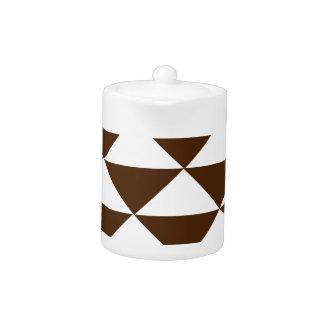 Chocolate oscuro y triángulos blancos
