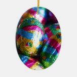 Chocolates de Pascua envueltos en color vivo