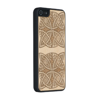Choose Your Color Celtic Knot Decorative Pattern Carved® Maple iPhone 5 Case