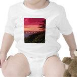 choque de la puesta del sol camiseta