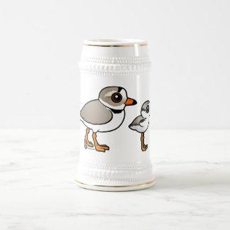 Chorlito aflautado con el polluelo jarra de cerveza