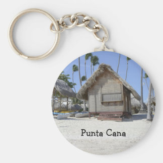 choza de la hierba en una playa tropical llavero redondo tipo pin