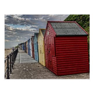 Chozas coloridas de la playa tarjetas postales