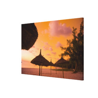 Chozas en la salida del sol, yegua 2 de la playa d lona estirada galerias