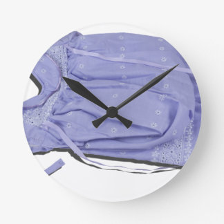 ChristeningGownBonnet033113.png Reloj Redondo Mediano