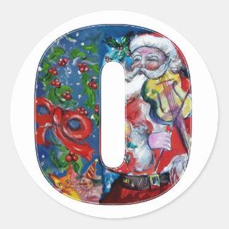 CHRISTMAS O LETTER  / SANTA WITH VIOLIN MONOGRAM CLASSIC ROUND STICKER