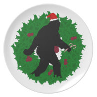 Christmas Squatchin' Wreath Party Plates