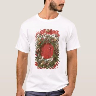 Christmas wreath hanging on a door T-Shirt