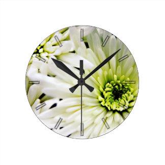 Chrysanthemu blanco florece el reloj de pared flor