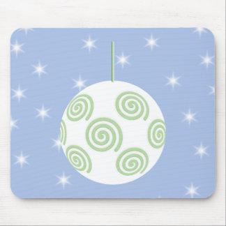 Chuchería blanca y verde del navidad. En azul estr Mouse Pads