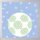 Chuchería blanca y verde del navidad. En azul estr Posters